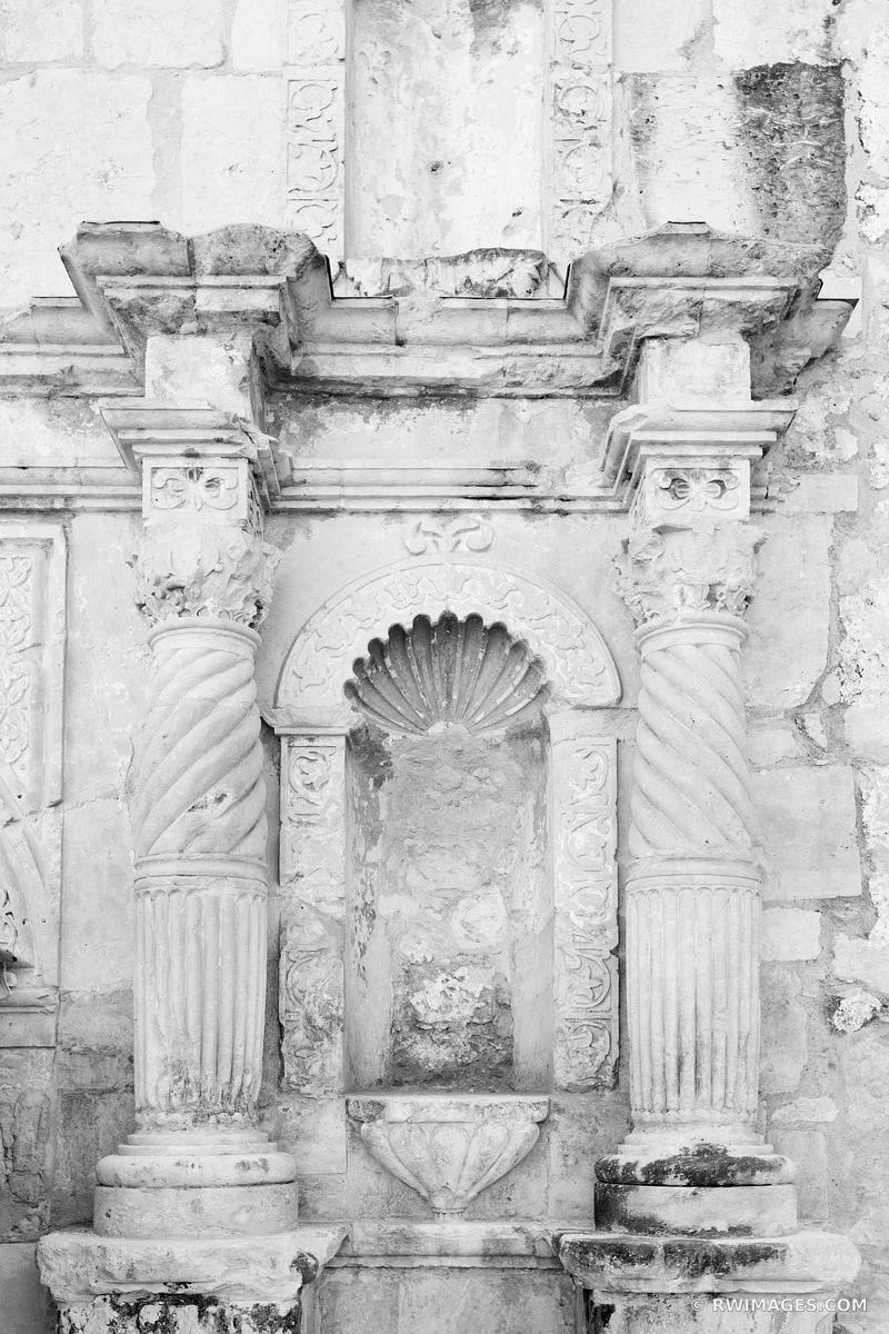 THE ALAMO MISSION SAN ANTONIO TEXAS BLACK AND WHITE