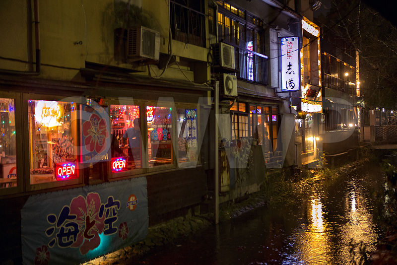 _W_P8282-Kyoto-street-rain-little-river