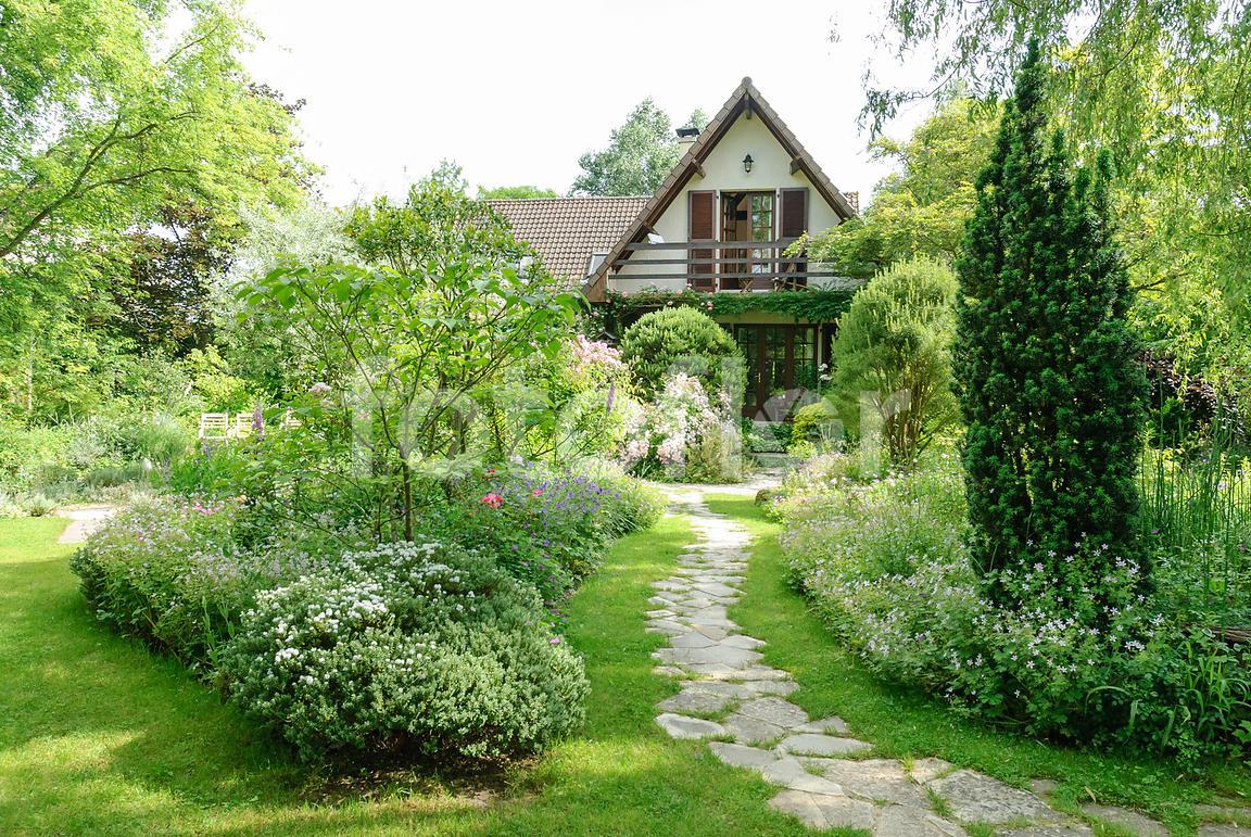 Étonnant Photo de Scène de jardin devant maison - fotoflor - grand choix de UG-47