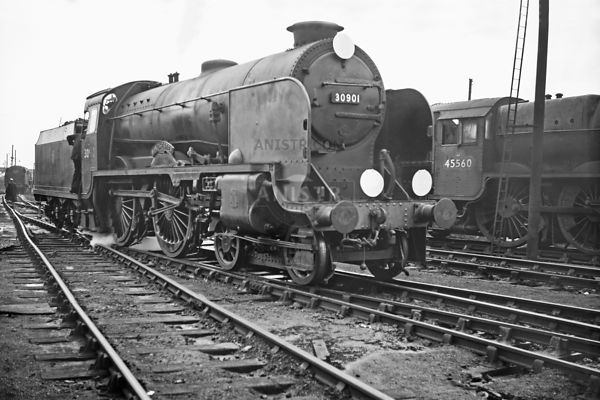 PHOTOS OF V CLASS 4-4-0 SR STEAM LOCOS