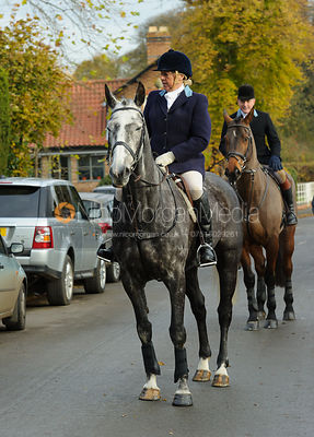 Arriving at the meet - The Belvoir Hunt at Colston Bassett 23-11
