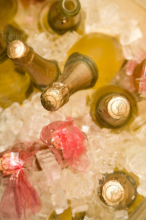 Chilling sparkling wine and Champagne on ice