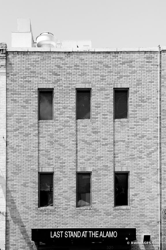 SIXTH STREET HISTORIC DISTRICT DOWNTOWN AUSTIN TEXAS BLACK AND WHITE VERTICAL