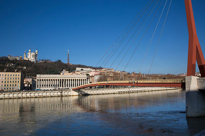 Passerelle et palais de justice de Lyon, France / Footbridge and courthouse of Lyon, France
