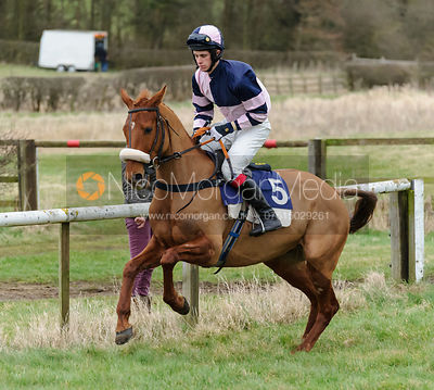 Cantering to the start - Maiden Div II - Cottesmore at Garthorpe