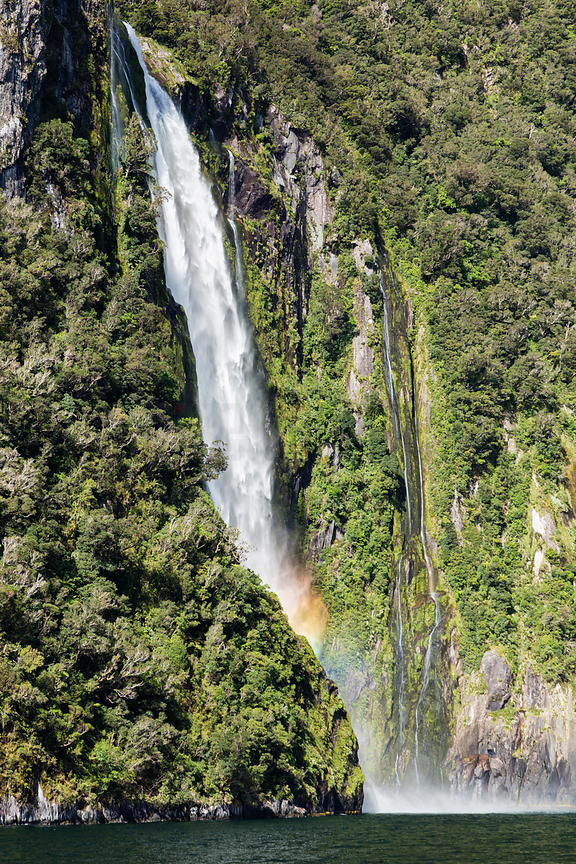 Stirling Falls, Milford Sound, Fiordland National Park, South Island.