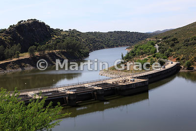 Torrejon-Tietar Dam on the Rio (River) Tietar, Monfrague National Park, Extremadura, Spain