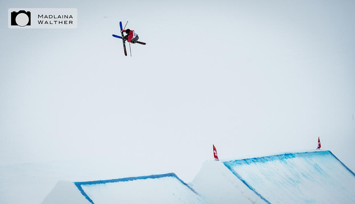 Madlaina Walther Photography & Sports   Unknown rider at Freeski