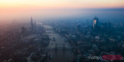 Panoramic view of the Tower bridge and the City of London