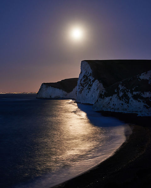 Moon_over_Swyre_Head