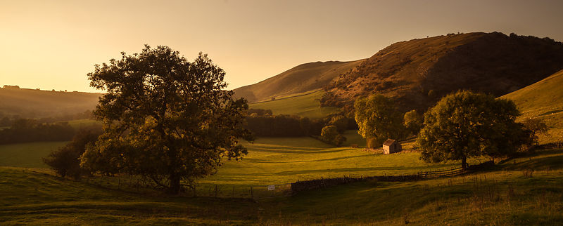 Old field barn near Dovedale
