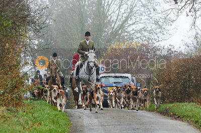 Richard Tyacke and the Wynnstay hounds leaving the meet. Visit of the Wynnstay Hounds to the Cottesmore 27/11