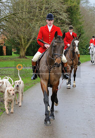 Jonathan Thrift and hounds arrive at the meet