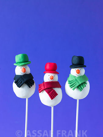 Three snowmen pop cakes