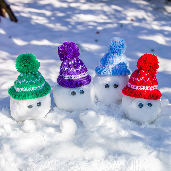 Snowballs with wooly hats