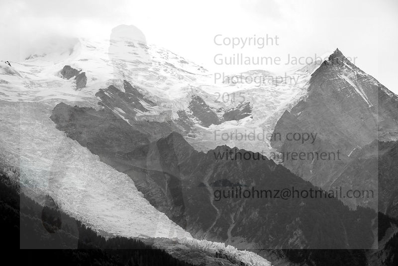 Mont_Blanc_and_glacier_BW_2