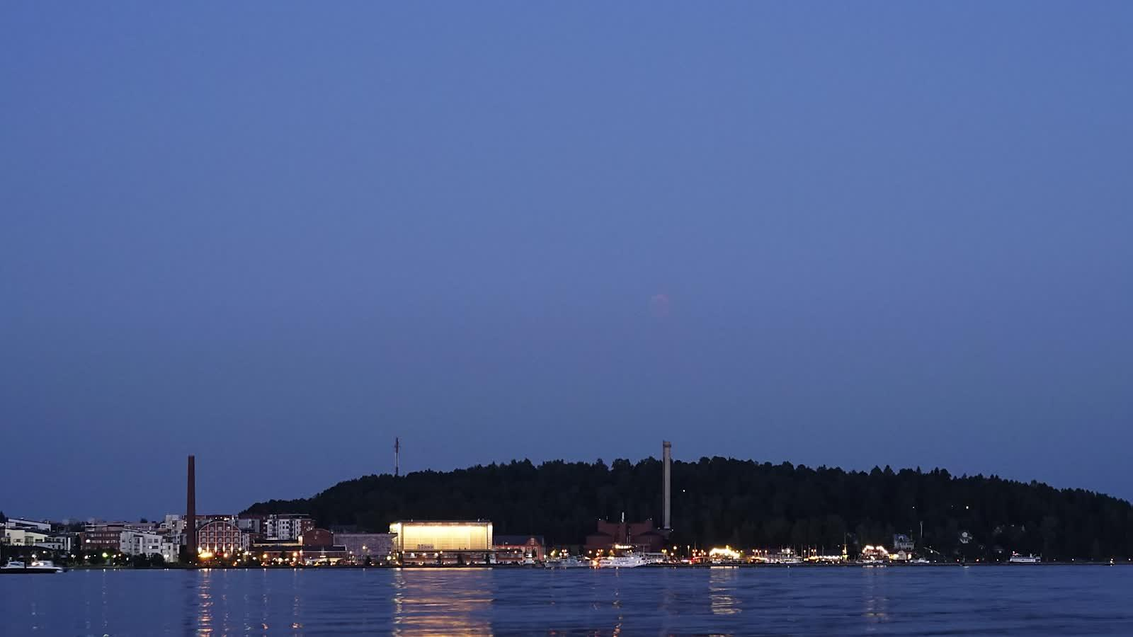 TImelapse of Lunar eclipse above Lahti on Jul 27 2018.