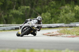 Fredrik Ommedal (93) på warm-up i NM/NC i roadracing på Artic Circle Raceway. Foto: Yngvar Brekke, www.yngvarbrekke.com Copyr...