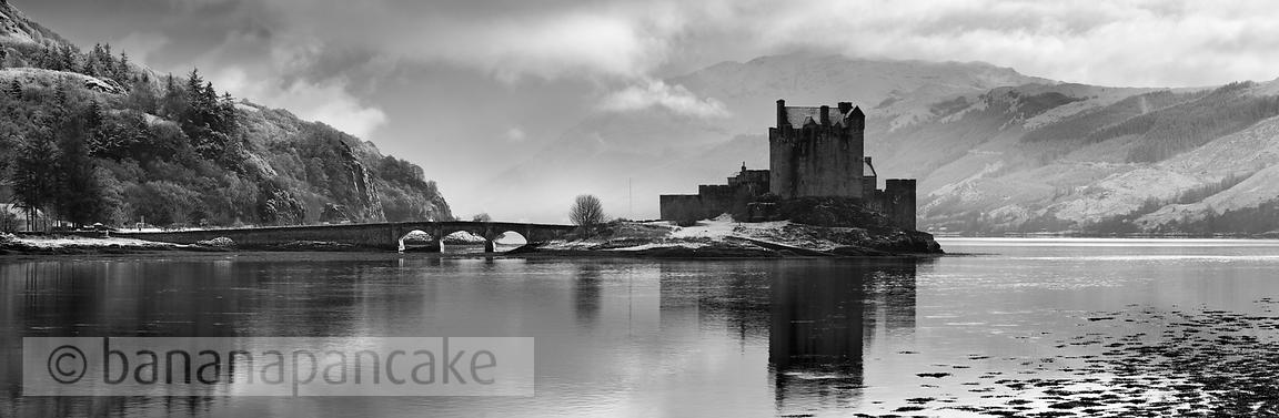 BP2266BW - Eilean Donan Castle Black and White Print