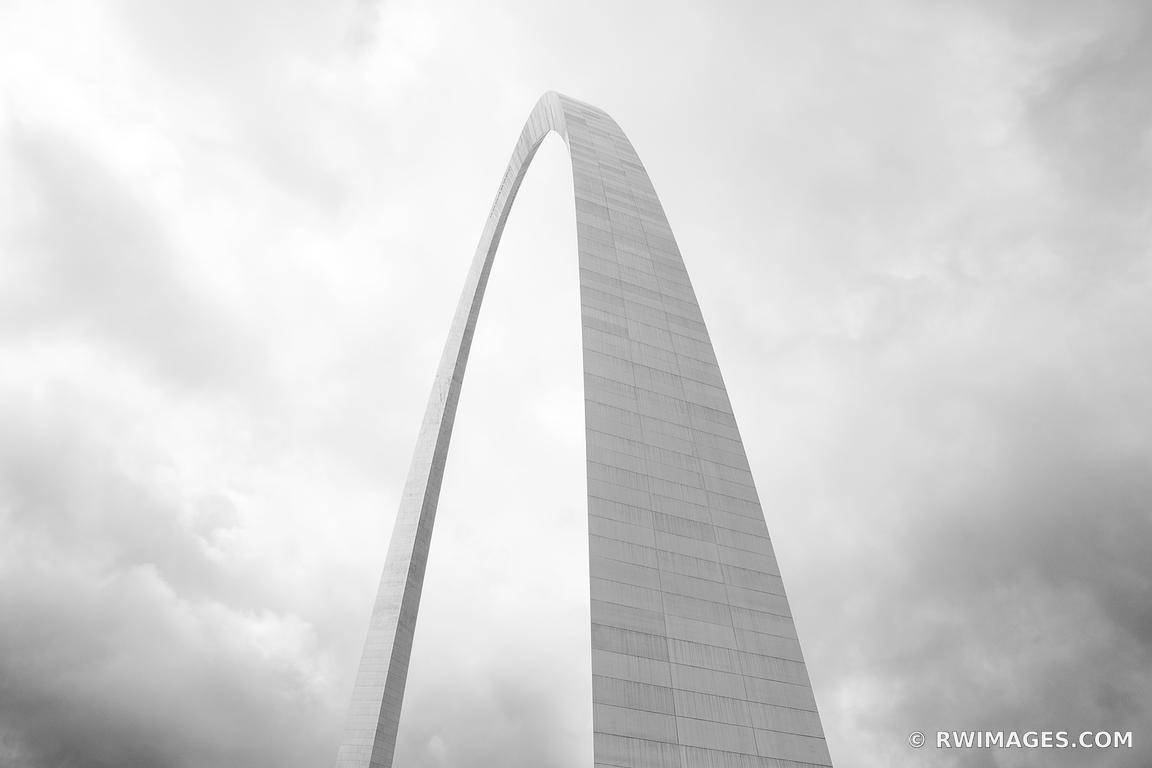 GATEWAY ARCH NATIONAL PARK ST. LOUIS MISSOURI BLACK AND WHITE
