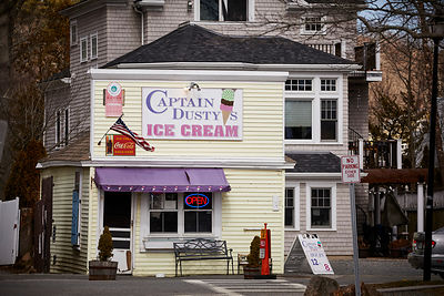 Captain Dusty's Ice Cream shop