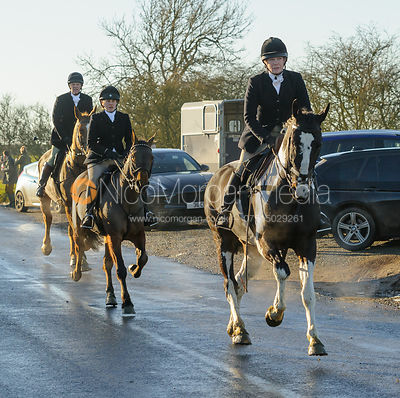 HB on Leesthorpe Road - The Cottesmore Hunt at Pickwell Manor 28/12