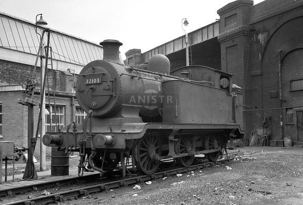 PHOTOS OF E2 CLASS SR 0-6-0T STEAM LOCOS