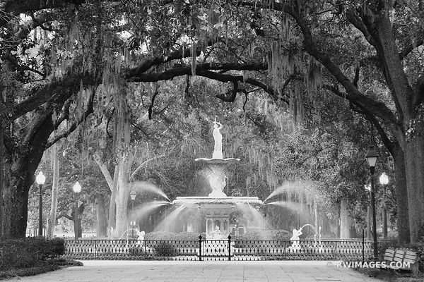 SAVANNAH FORSYTH PARK FOUNTAIN BLACK AND WHITE