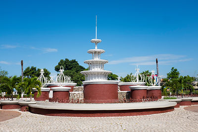 "Place centrale de Kingstown appelé ""Parade"" et monuments, Jamaïque / Kingstown Central Square called ""Parade"" and Monuments, ..."