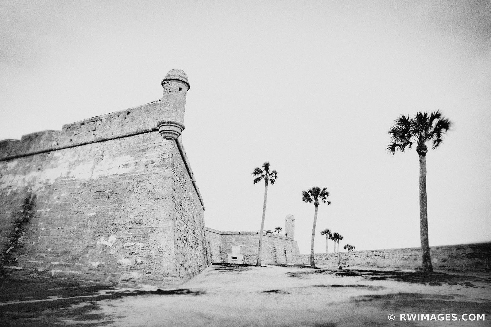 ST. AUGUSTINE FLORIDA CASTILLO DE SAN MARCOS BLACK AND WHITE