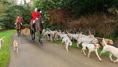 c arriving at the meet - The Cottesmore Hunt at Little Dalby 7/2