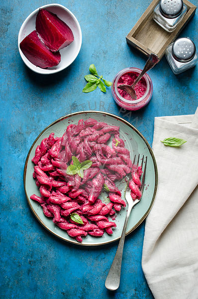 Pasta with beetroot pesto