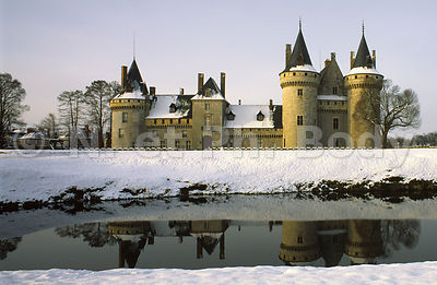 CHATEAU DE SULLY-SUR-LOIRE, LOIRET, FRANCE//CASTLE OF SULLY-SUR-LOIRE, LOIRET, FRANCE