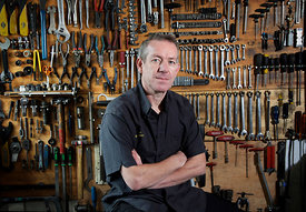 Willy Bain at his bicycle repair shop, 359 Pollokshaws Road, Glasgow G41 1QT..May 2012.Tel: 0141 423 9010.Email: willybain@bi...
