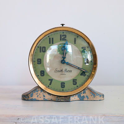 Old-fashioned mantelpiece clock